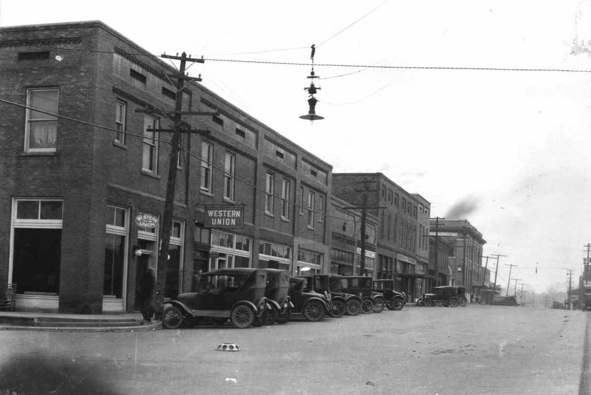 Early Ford Store >> Warren, Arkansas 1920's